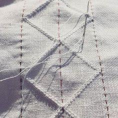 Stille kos å sy dobbel austmannarenning i kveldssolen 🌞/ quiet work this lovely evening 🌞 #bunad #bunadsskjorte #lin #linnen #embroidery #broderi #broderie #hvitsøm #hardangerbunad #whiteembroidery #folkcostume #summer Hardanger Embroidery, White Embroidery, Embroidery Stitches, Hand Embroidery, Paper Snowflakes, Folk Costume, Weaving, Cross Stitch, Embroidery