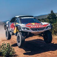 Peugeot 3008 DKR Maxi: novo carro para rallyes! Após duas vitórias no épico Rally Dakar em 2016 e 2017 a Peugeot Sport revela o sucessor do 3008DKR: a versão de corrida do novo SUV 3008. O novo 3008DKR Maxi é - como o nome sugere  maior. Com eixos mais largos foi projetado para conquistar estradas dunas e montanhas dos mais famosos ralis de resistência do mundo.  O novo carro é 20 centímetros mais largo que o seu antecessor devido ao aumento da faixa de suspensão de cada lado. Para conseguir…
