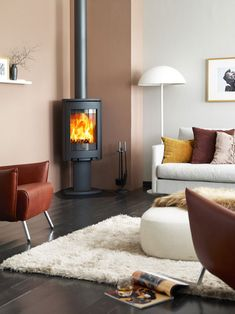 Jotul F 363 C wood burning stove in room setting Wood, Contemporary House Design, Living Dining Room, Living Room With Fireplace, Wood Burning Stoves Living Room, Indoor Fireplace, Stove, Wood Burning, Wood Burning Fireplace