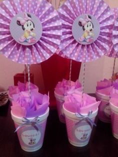 centros de mesa minnie bebe primer añito Minnie Cake, Minnie Mouse Theme, Minnie Mouse Baby Shower, Mickey Mouse Birthday, Baby Showers, Mermaid Birthday Decorations, Baby Lulu, Slumber Party Games, Candy Bouquet