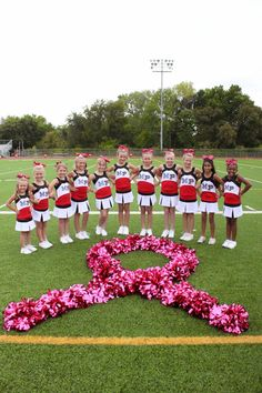 GO Pink - cute photo idea Cheerleading Crafts, Cheerleading Pictures, Volleyball Pictures, Softball Pictures, Cheer Coaches, Cheer Mom, Cute Cheer Gifts, Cheer Stuff, Cheer Picture Poses