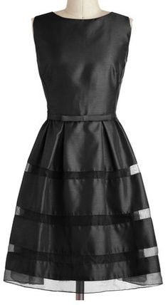 Darling little black dress http://rstyle.me/n/ejmb7nyg6