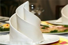 Servietten falten für einen schönen Tisch Party Planning, Wedding Planning, Flower Decorations, Napkins, Table Settings, Diy, Candles, Tableware, Food