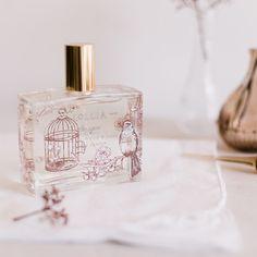 ♥ Lollia: Perfume Imagine ♥ Aroma floral como si fuese el día más hermoso imaginable. Flor de arroz, orquídea y una cálida mezcla con leche de coco, se combinan con gotas de mandarina y pétalos de jazmín. Un aroma sofisticado y optimista. ♥ #oliviatheshop http://www.oliviatheshop.com/products/lollia-perfume-imagine