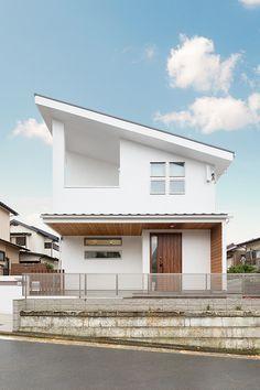 YOKOHAMA -直線美の家-  横浜(神奈川)の注文住宅ならタツミプランニング Japan Modern House, Japan House Design, House Outer Design, Modern House Plans, Tiny House Design, Architectural Design Studio, 2 Storey House Design, Exterior Makeover, House Landscape