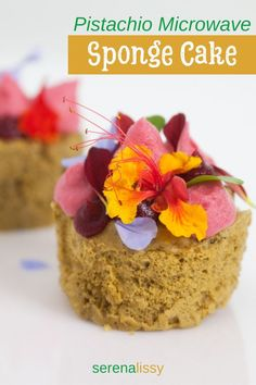 Quick and easy pistachio microwave sponge cake - week 9 of the New Year's Desserts, Cute Desserts, Christmas Desserts, Dessert Recipes, Microwave Sponge Cake, Vegan Candies, Dessert Blog, Homemade Cake Recipes, Pistachio