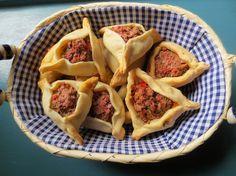 Dans un précédent article je vous avais parlé des traditionnelles empanadas argentines. Les empanadas sont de chaussons qui commencent à se faire une place dans la restauration de l'hexagone. Elles sont présentes dans la plupart des pays hispanophones de l'Amérique et notamment en Argentine, pays qu