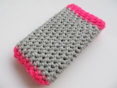 Crochet Phone Cover Loads of crafts/sewing projects. Easy Crochet Projects, Crochet Crafts, Yarn Crafts, Sewing Crafts, Sewing Projects, Crochet Ideas, Dyi Crafts, Knitting Projects, Crochet Hooks