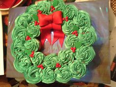 Cupcake pullaparts wreath buttercream icing fondant bow