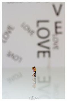 Love Valentine San Valentino piccolo mondo tiny world kiss hug baci e abbracci Little People