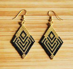 Boucles losanges miyuki noir et doré attaches plaqué or Gold filled 14k : Boucles d'oreille par ccedille-bijoux
