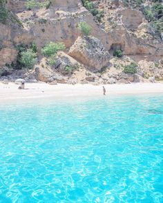 Just a hidden paradise in Sardegna. ✨Boa noite ✨ . . . . . #tlpicks #missaovt  #vamospraonde  #beachesnresorts #thebestdestinations #worldtravelbook  #gf_italy  #essemundoenosso  #earthtravelpix  #italian_places #italian_trips #instasardegna #sardegnaofficial #ilovesardegna #lanuovasardegna #euvounajanela #italy_vacations #fantastic_earth  #skyscannerbrasil  #sardegna_reporter  #beforeidie #destinocertopelomundo #igworldclub #worldbestgram #selfievip  #italiainunoscatto