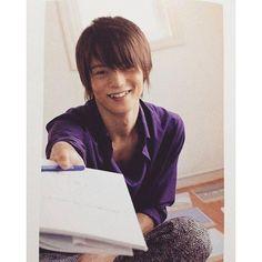 人懐っこい笑顔を見せる窪田正孝