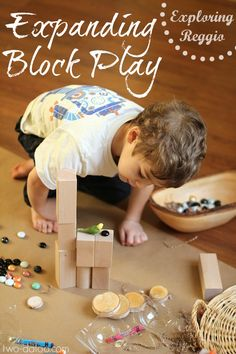 Great ideas for unplugged play. An example of how to expand block play with art media and loose parts to encourage pretend play and representation of ideas based on the unique interests of the child. Play Based Learning, Learning Through Play, Early Learning, Reggio Emilia, Reggio Inspired Classrooms, Reggio Classroom, Preschool Classroom, Block Area, Block Center