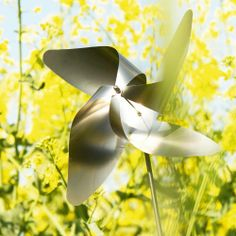 The blomus stainless steel pinwheel - traditional 4 petal - provides a whimsical garden accessory. Set includes 1 medium and 2 small traditional pinwheels. Bird Statues, Garden Statues, Garden Wind Spinners, Kinetic Wind Spinners, Rainbow Bubbles, Bird Types, Stainless Steel Rod, Modern Outdoor Furniture, Outdoor Decor