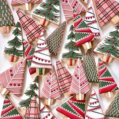 🎄MERRY CHRISTMAS from Kirkie Kookies!🎄 To say I am overwhelmed with love and support from yesterday would be an understatement. I am simply… Galletas Cookies, Iced Cookies, Cute Cookies, Royal Icing Cookies, Merry Christmas, Christmas Goodies, Christmas Treats, Christmas Christmas, Christmas Sugar Cookies