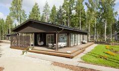 Sulkava 117 - Terassi | Asuntomessut Home Fashion, Deck, Cottage, Cabin, Windows, House Styles, Houses, Outdoor Decor, Home Decor