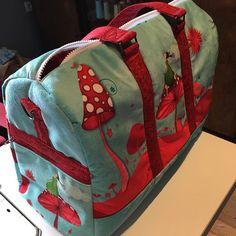 Claire Augier-Michot sur Instagram: Un Boston pour ma petite fille qui part en classe de mer. Tissu velours danseuses acheté chez trois chouettes sur un…