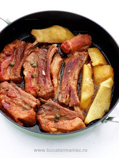 Piept de porc in bere ~ bucatar maniac Pork Recipes, Cooking Recipes, Healthy Recipes, Romanian Food, Warm Food, Soul Food, Food And Drink, Easy Meals, Yummy Food