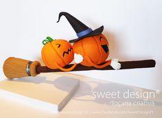 Runaway Pumpkins Cake by Madalena Dinis Chocolat Halloween, Halloween Sweets, Theme Halloween, Halloween Cupcakes, Halloween Crafts, Halloween Decorations, Fondant Decorations, Halloween Pumpkins, Gravity Defying Cake