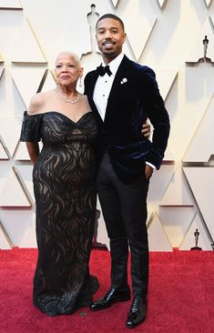 Michael B. Jordan and His Mom on the Oscars Red Carpet Red Carpet Couples 2019 - Oscars 2019 Photos Atelier Versace, Michael B. Jordan, Oscars Red Carpet Dresses, Oscar Fashion, Men's Fashion, Fashion Suits, Best Dressed Man, Red Carpet Looks, Celebs