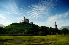 Lichtenstein - Um dos países mais prósperos do mundo, localizado no centro da Europa, entre as maiores atrações turísticas, apesar de não ter um aeroporto internacional St. Gallen fica a apenas 50 quilômetros de distância do aeroporto de Friedrichshafen e de Zurique são somente 100 km.