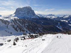 llll➤ Enjoy winter, snow and fun on the slopes and find your favorite skiing area in South Tyrol – the range is very vast. Read more about the skiing region Gröden in the Dolomites. Top Ski, South Tyrol, Winter Sports, Winter Holidays, Mount Everest, Skiing, Mountains, Travel, Winter