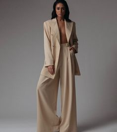 Model Poses Photography, Clothing Photography, Fashion Photography, High Fashion Poses, Stylish Outfits, Fashion Outfits, Shooting Photo, Minimal Fashion, Mode Style