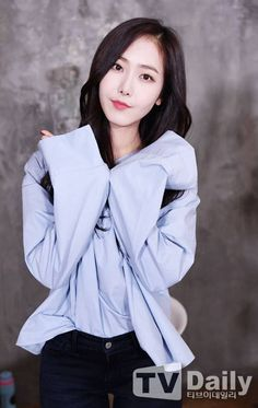 Sinb Gfriend, My Wife Is, G Friend, Interesting Faces, Beagle, Girl Group, Ms, Ruffle Blouse, Kpop