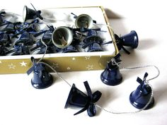 Glöckchen-Girlande/-Kette, blaue Glöckchen an silberner Kordel, ca. 180 cm lang