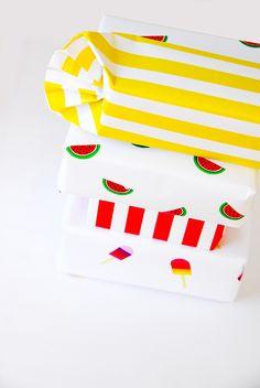 Papeles para envolver inspirados en el verano - Imprimible gratis // Free Printable Summer Wrapping Paper | A Subtle Revelry