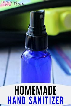 Would you like an all-natural hand sanitizer homemade recipe that you can whip up in minutes? Here you go…you'll need just five ingredients (carrier oil, witch hazel, water, Thieves essential oil… Essential Oil Bug Spray, Thieves Essential Oil, My Essential Oils, Young Living Essential Oils, Home Made Hand Sanitizer, Natural Hand Sanitizer, Solution Hydro-alcoolique, Cough Remedies For Adults, Cleaners Homemade