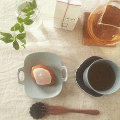 おはようございますっ   お休みの朝まで 隠しておいた笑ロミさんのレモンケーキで朝茶   やる事沢山だけど体は1つ    抜かりないように笑朝茶で頭を整理です    パワーポイントとの戦いも笑頑張らねば;助けて笑    今日も頑張りましょう    #朝茶#ロミユニ#イイホシユミコ さん#湯浅ロベルト淳 さん #HARIO#saohandmade#maboさんmade    2016.05.25    http://ift.tt/20b7VYo