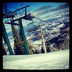 I have photos that are not askew, but I feel this is more illustrative of my typical #skiing perspective. Wish I could include the colorful language that usually goes along with the #view. #deervalley #dv #utah #chairlift #snow #snowshine #heaven