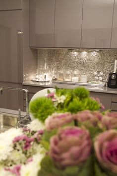 kitchens - metallic mosaic tiles backsplash glossy taupe lacquer kitchen cabinets pink green accents Chic kitchen with glossy taupe lacquer Glossy Kitchen, Taupe Kitchen, Kitchen Backsplash, New Kitchen, Kitchen Decor, Pink And Grey Kitchen, Grey Gloss Kitchen, Rustic Backsplash, Kitchen Interior