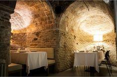 La Bodega de los Secretos es un rincón de Madrid con mucho encanto, ideal para cena romántica en pareja, envuelto en un ambiente único y una comida singular