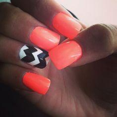Chevron accent nail