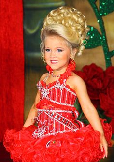 4 Tips for Choosing a Glitz Pageant Hair and Makeup Artist