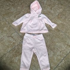 Baby gap outfit. 6-12 months. Smoke and pet free home. GAP Other