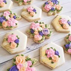 🌸 💕 Hand paints these beauties - Rachel&MothersDay Flower Sugar Cookies, Rose Cookies, Sugar Cookie Royal Icing, Mother's Day Cookies, Paint Cookies, Summer Cookies, Fancy Cookies, Cookie Icing, Iced Cookies