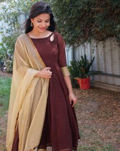 Check out the prettiest anarkalis suits and gowns in South Indian style from a very famous brand called Style diva label. Frock Fashion, London Fashion, Fashion Outfits, Plain Kurti Designs, Classy Wear, Churidar Designs, Indian Gowns Dresses, Dress Indian Style, Dress Neck Designs