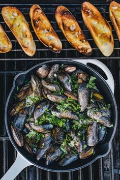 Grilled Mussels Al Fresco Healthy Grilling, Grilling Recipes, Fish Recipes, Seafood Recipes, Cooking Recipes, Healthy Recipes, Seafood Platter, Seafood Dishes, Food Porn