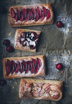 apfelrosen bltterteig Easy stone fruit tarts - Call Me Cupcake Easy stone fruit tarts - Call Me Cupcake Easy stone fruit tarts - Call I Love Food, Good Food, Yummy Food, Cupcakes, Just Desserts, Dessert Recipes, Call Me Cupcake, Stone Fruit, Sweet Tarts