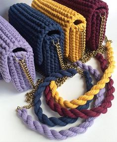 Recycled craft yarn knitting ideas Knitting ideas with recycling yarn You will love the models brought to you by the hand-knitted lap made of Amigurumi rope which is crochet in the knitting… Bag Crochet, Crochet Clutch, Crochet Handbags, Crochet Purses, Crochet Stitches, Crochet Patterns, Knitting Yarn, Hand Knitting, Knitting Ideas