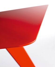 L50 - LightsOn Contemporary tables