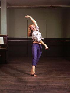 Melina Mercouri actress and goddess Dance Like No One Is Watching, Greek Art, Famous Women, Dancer, Capri Pants, Cinema, Greeks, Actors, Portrait