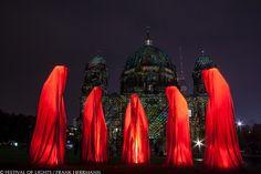 0002 Waechter der Zeit - Manfred Kielnhofer - FESTIVAL OF LIGHTS2013