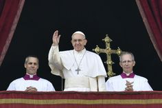"""Le pape François a appelé dimanche à la fin de la guerre en Syrie et à une """"nouvelle page de l'Histoire"""" israélo-palestinienne, lors de son traditionnel message de Noël """"Urbi et orbi"""", marqué aussi par les attentats jihadistes en Europe."""