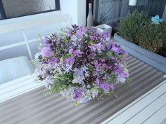 traumhafter Blumenstrauß, auf dem Balkon
