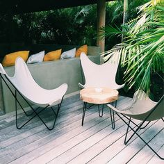 Pelayo Díaz - AD España, © D.R. Outdoor Chairs, Outdoor Furniture, Outdoor Decor, Inside Outside, Butterfly Chair, Mid-century Modern, Mid Century, Ideas Para, Design